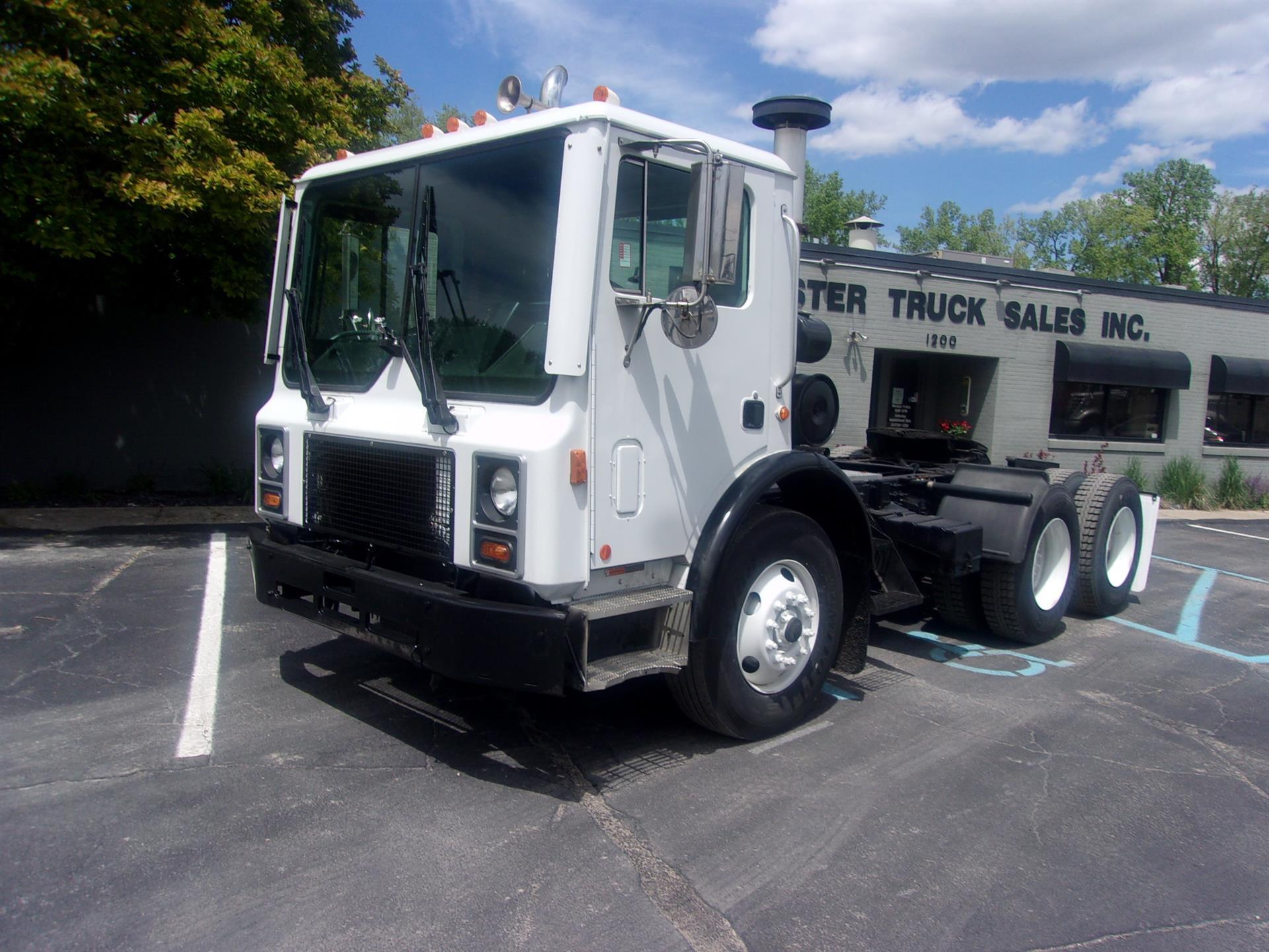 2007 Mack MR688