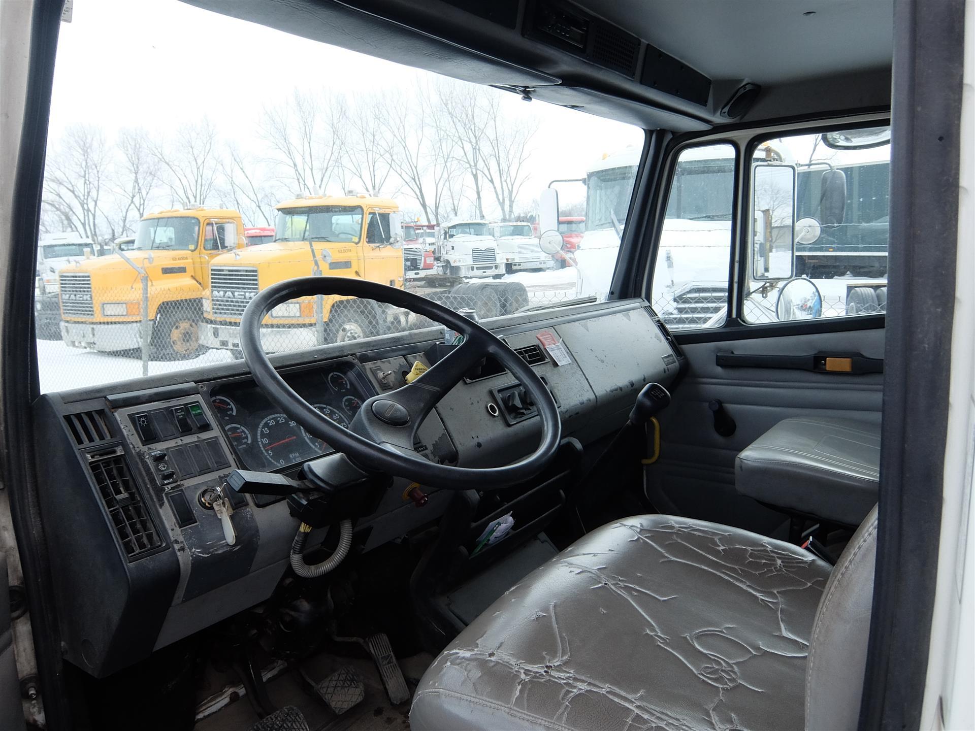 2001 Freightliner FL70 for sale-59067281
