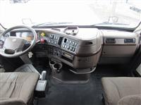 2015 Volvo VNL670