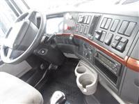 2011 Volvo VNL300