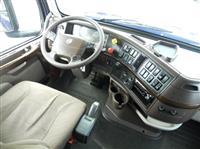 2016 Volvo VNL780