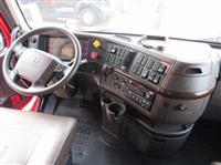 2016 Volvo VNL730