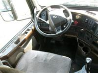 2013 Volvo VNL670
