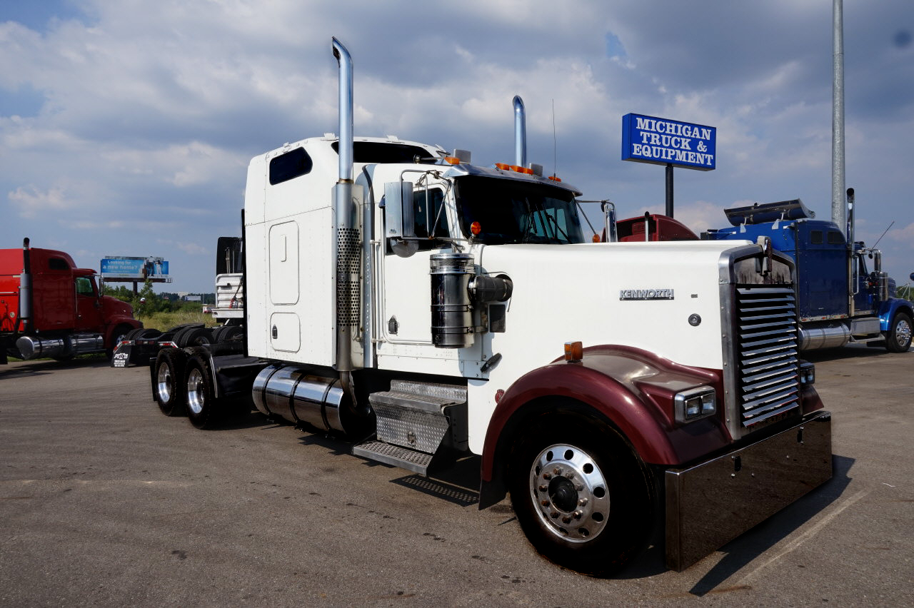 2005 Kenworth W900L Sleeper
