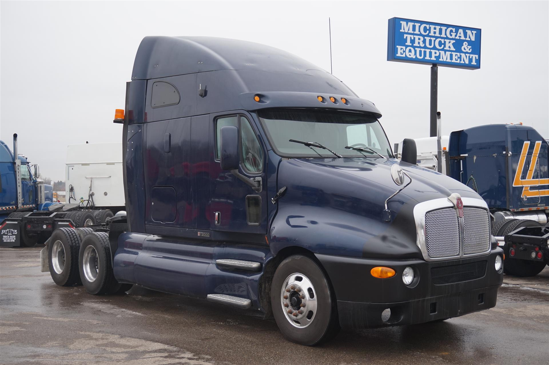 2004 Kenworth T2000 Tandem Axle Sleeper