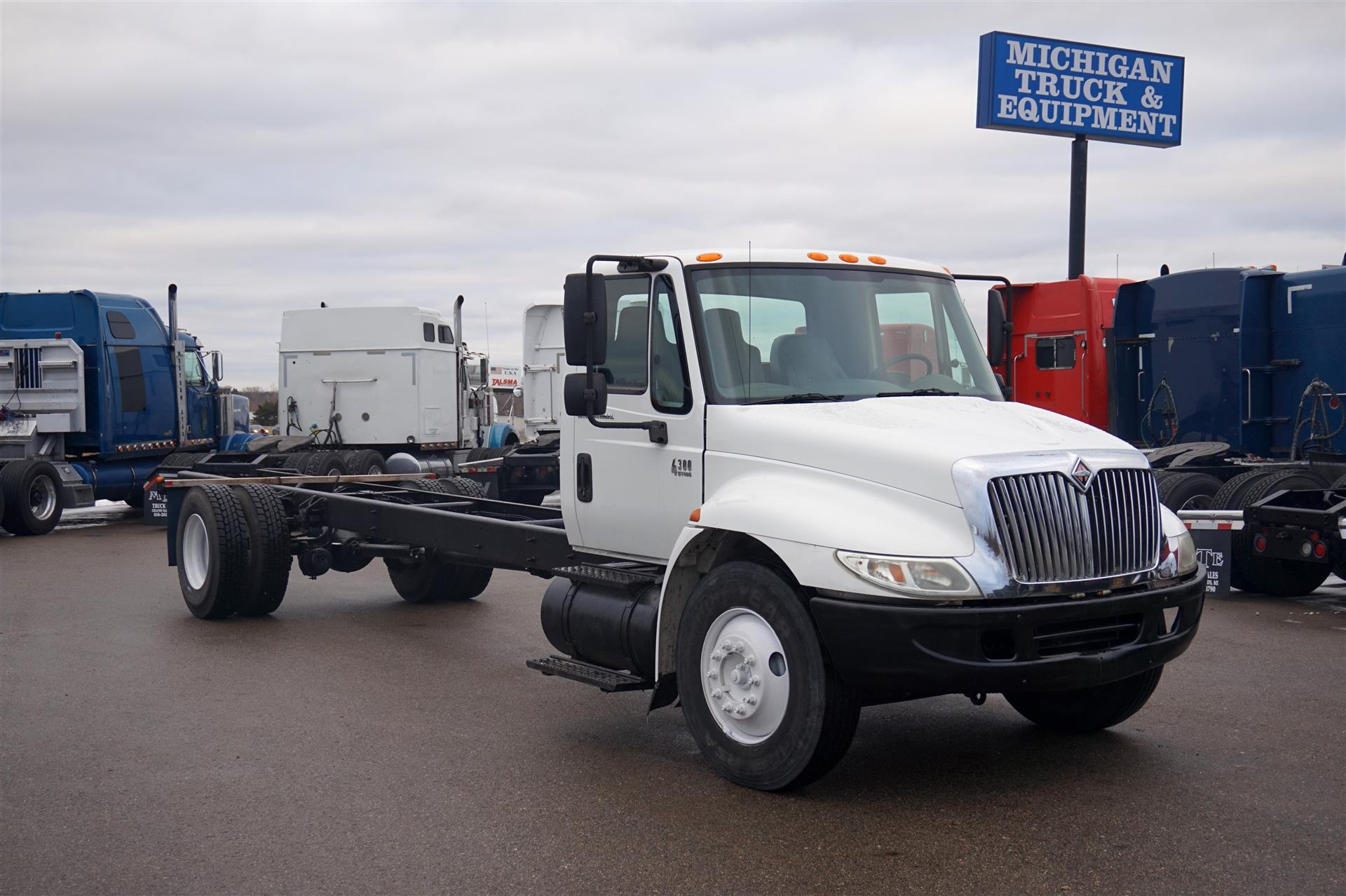 2005 International 4300 Cab Chassis Truck