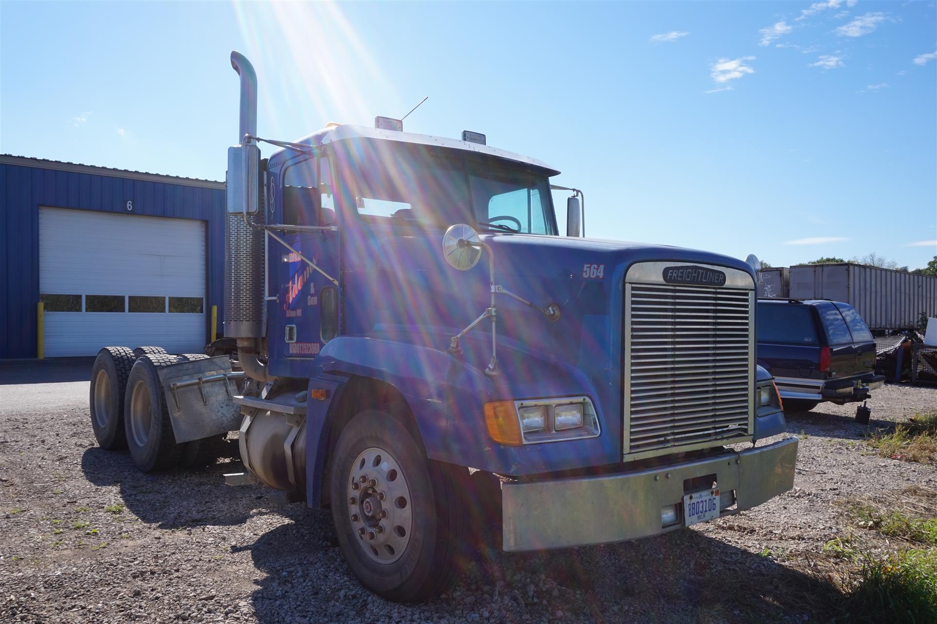2002 Freightliner FLD 120