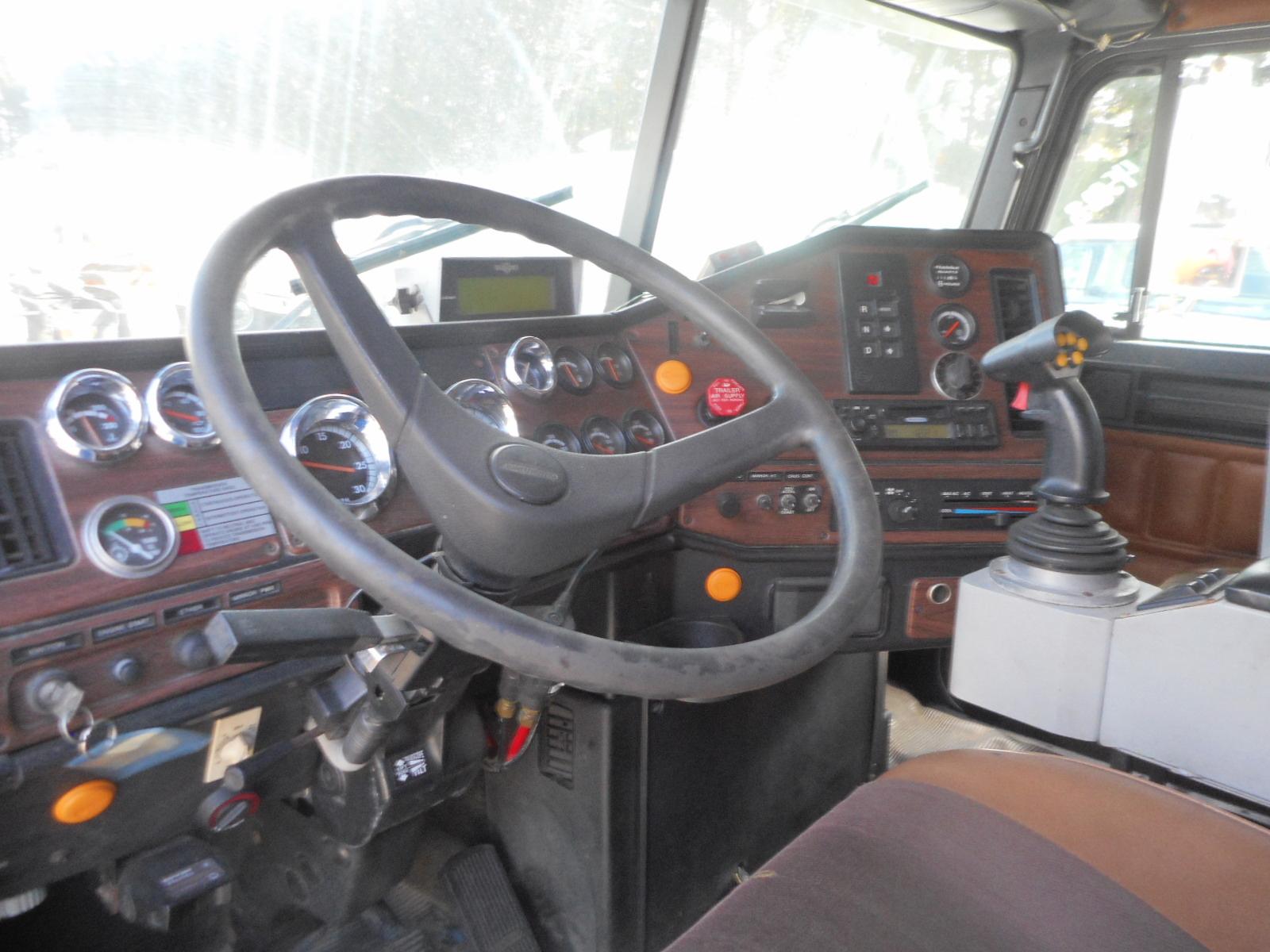 2001 Freightliner FL112 for sale-52040281
