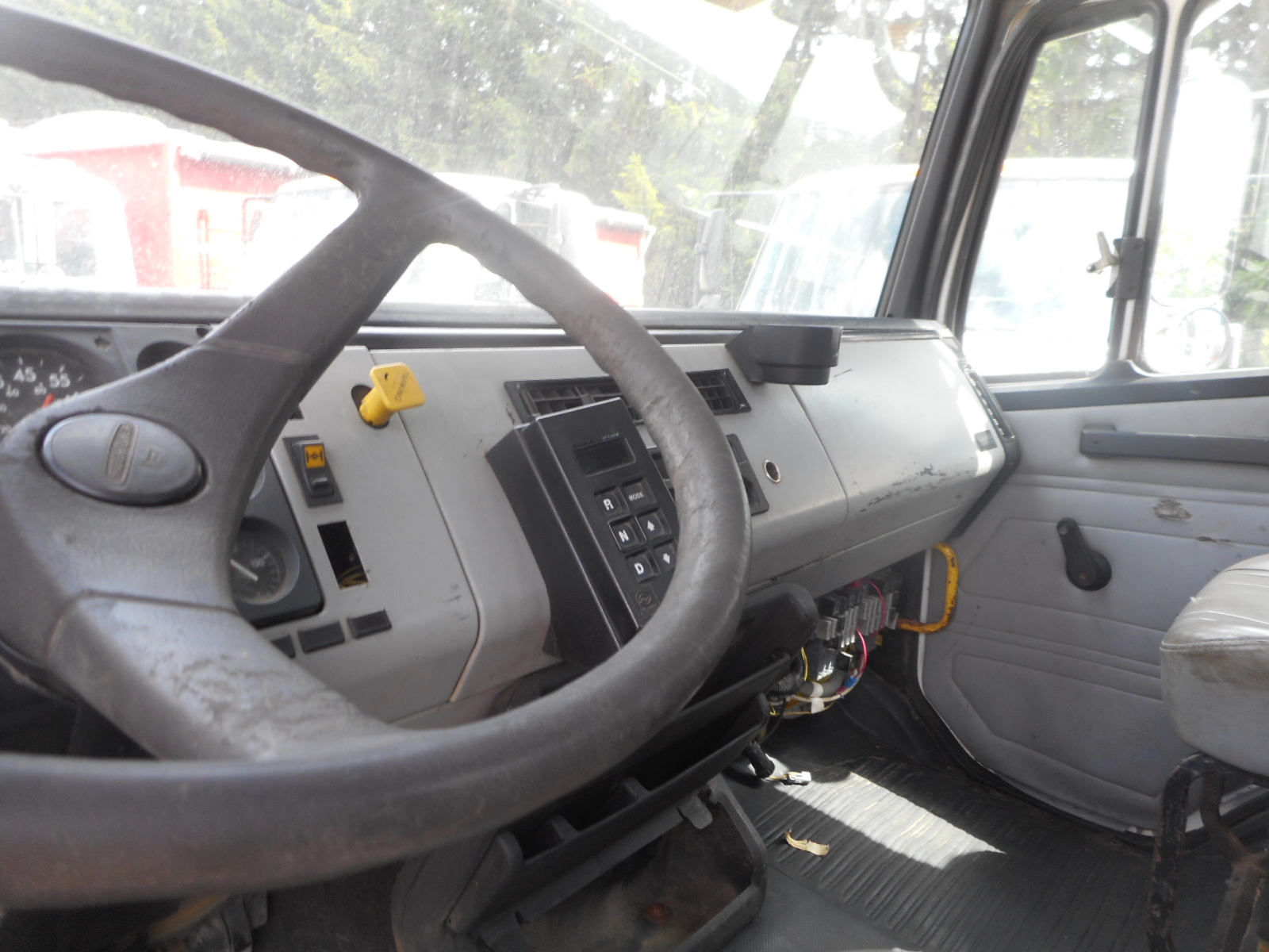1998 Freightliner FL-80 for sale-59138271