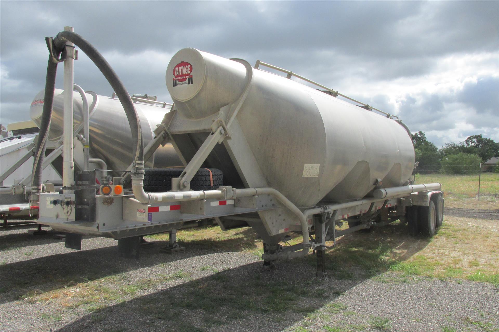 2008 Vantage Pneumatic Tanker