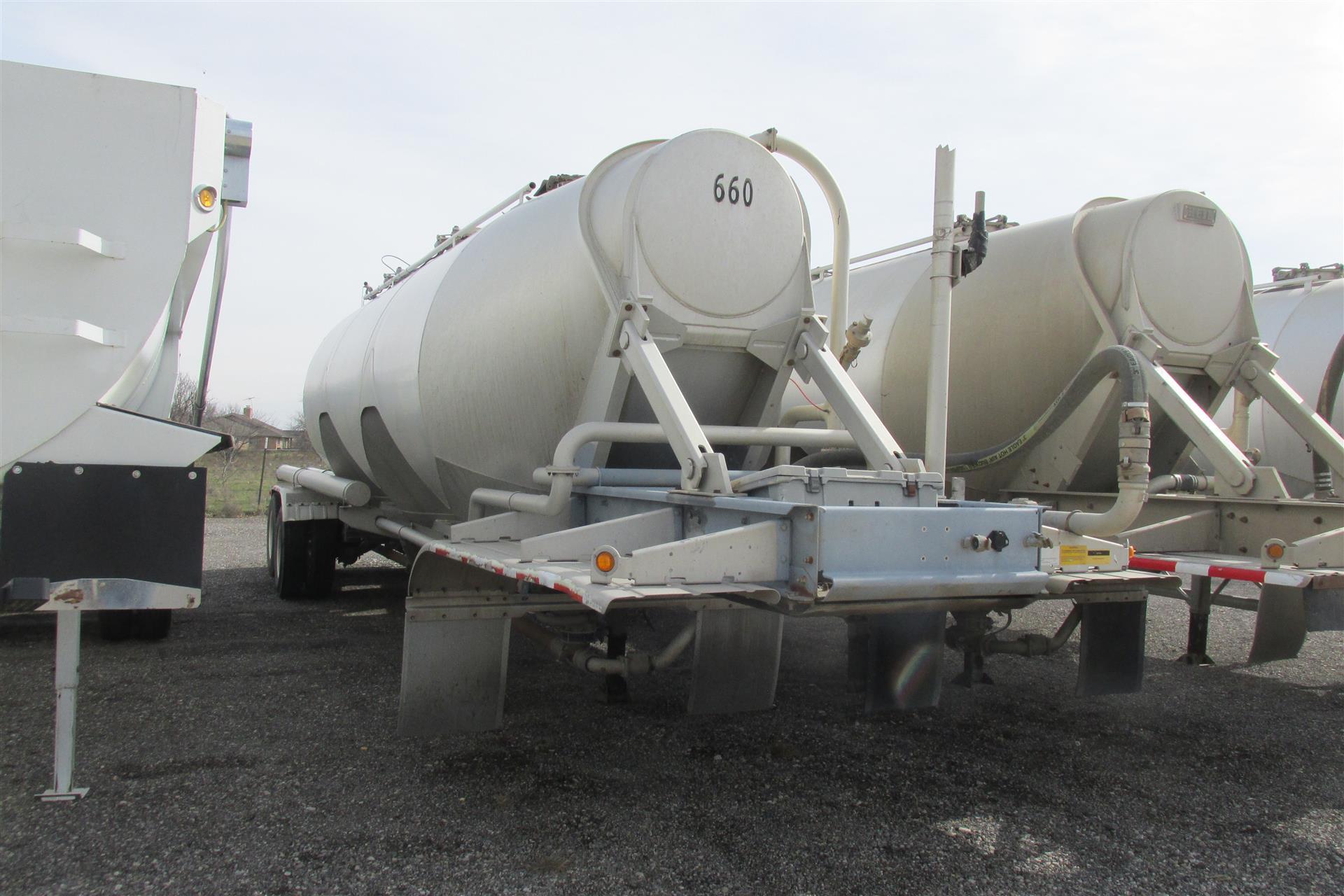 2009 Heil Pneumatic Tanker