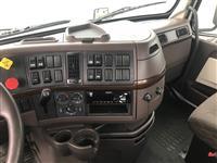2016 Volvo VNL64T300