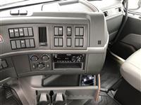 2020 Volvo VHD84B300