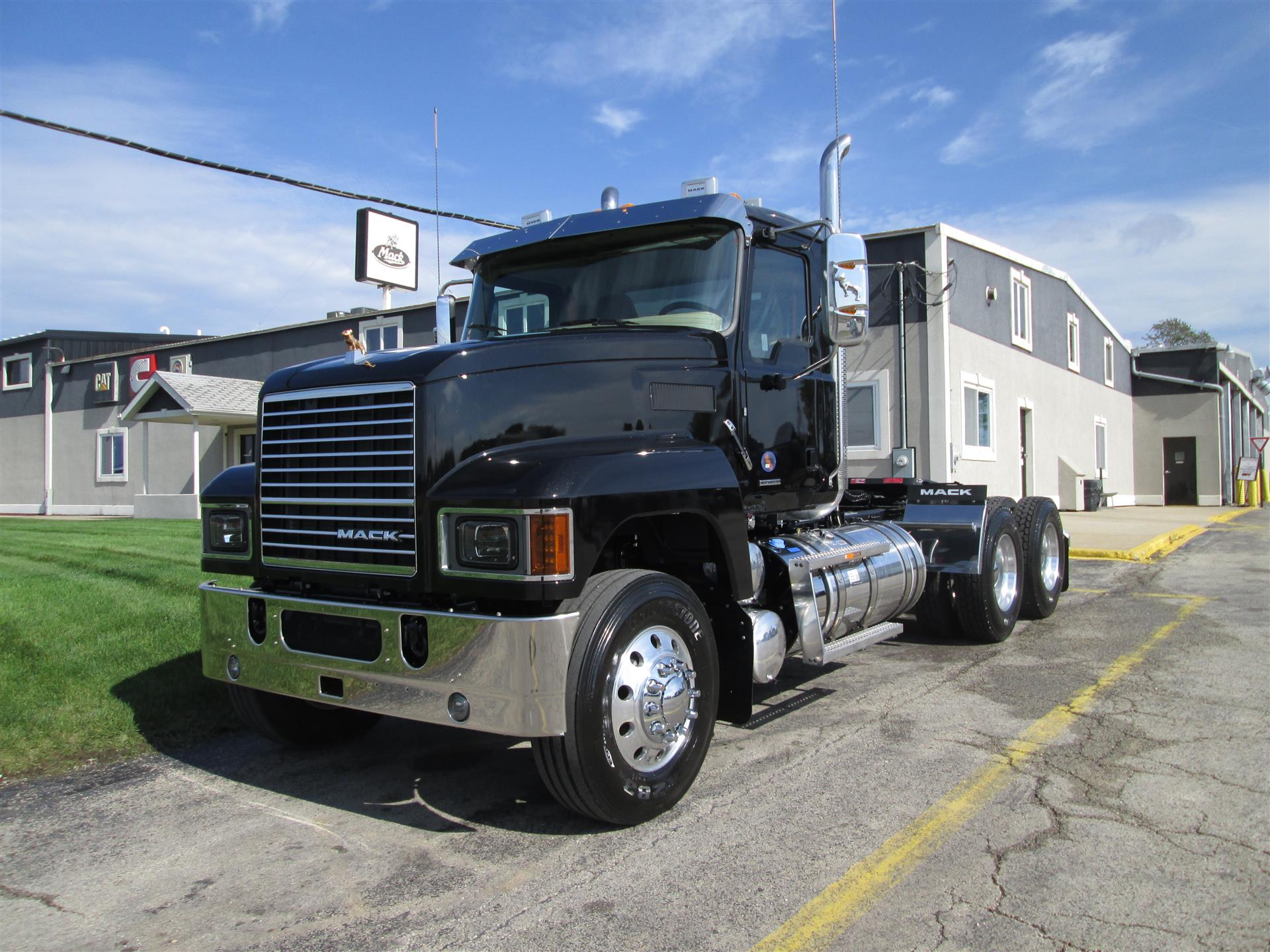 2019 Mack Pinnacle 64T