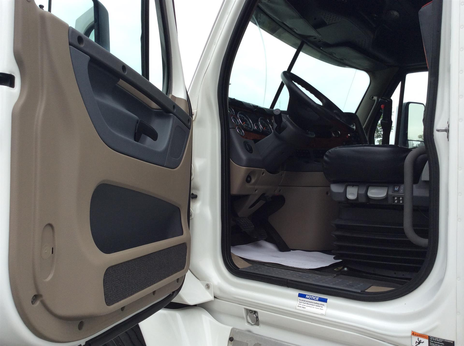 2016 Freightliner Cascadia | Semi Truck - Langley, BC