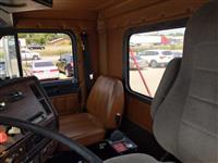 1999 Freightliner FLD120