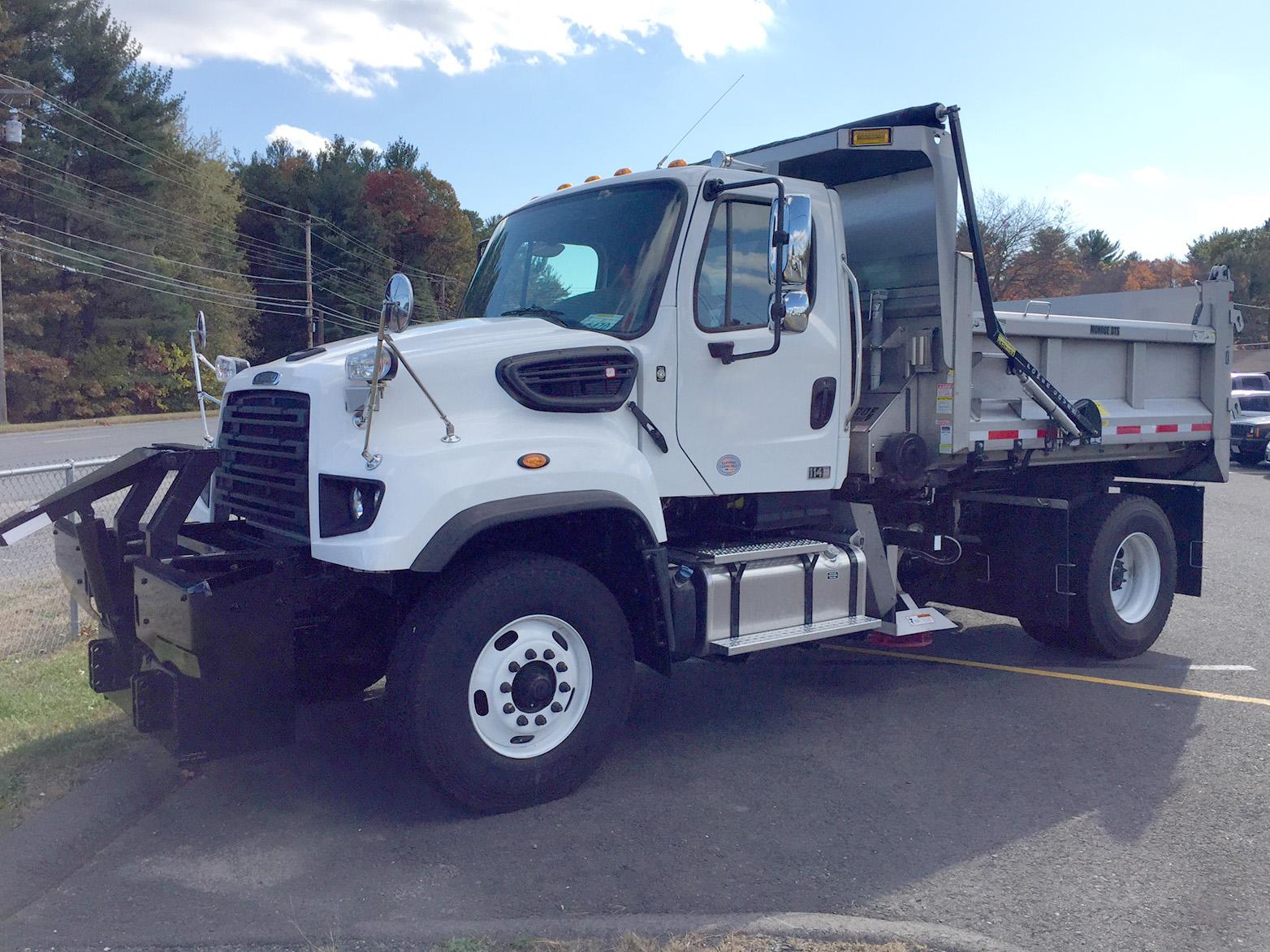 2017 Freightliner 114SD Plow - Spreader Truck