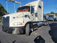 2016 Mack CXU613 PINNACLE SLEEPER