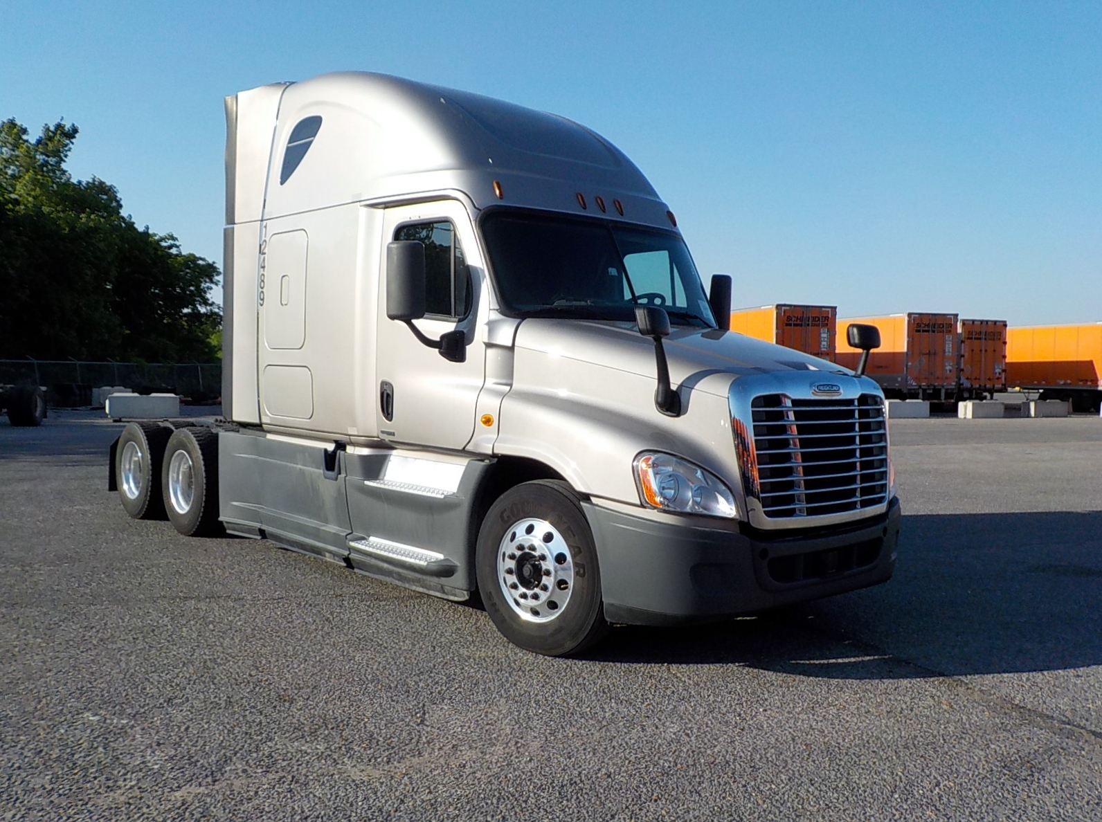 USED 2014 FREIGHTLINER CASCADIA SLEEPER TRUCK #84563