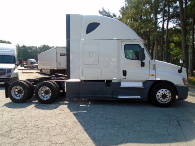 USED 2014 FREIGHTLINER CASCADIA SLEEPER TRUCK #122562