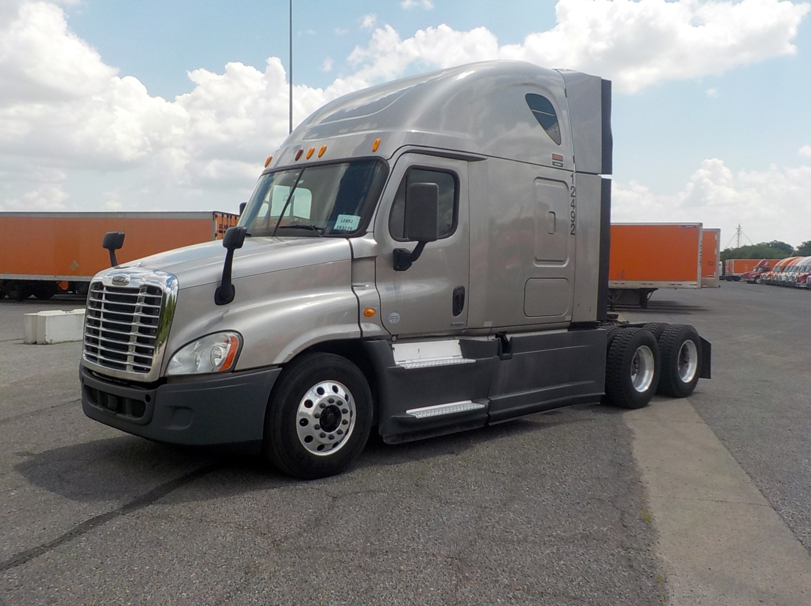 USED 2014 FREIGHTLINER CASCADIA SLEEPER TRUCK #84564