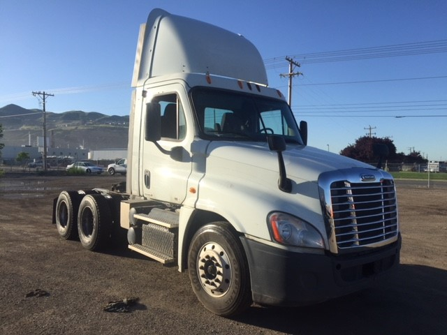 USED 2012 FREIGHTLINER CASCADIA DAYCAB TRUCK #84583