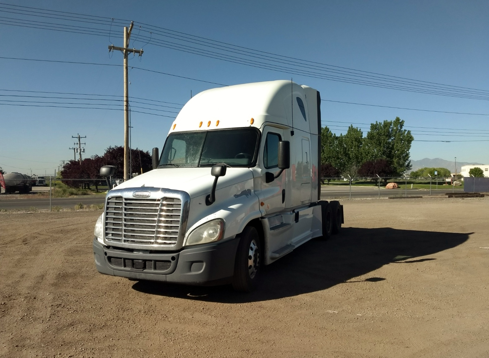 USED 2013 FREIGHTLINER CASCADIA SLEEPER TRUCK #123579