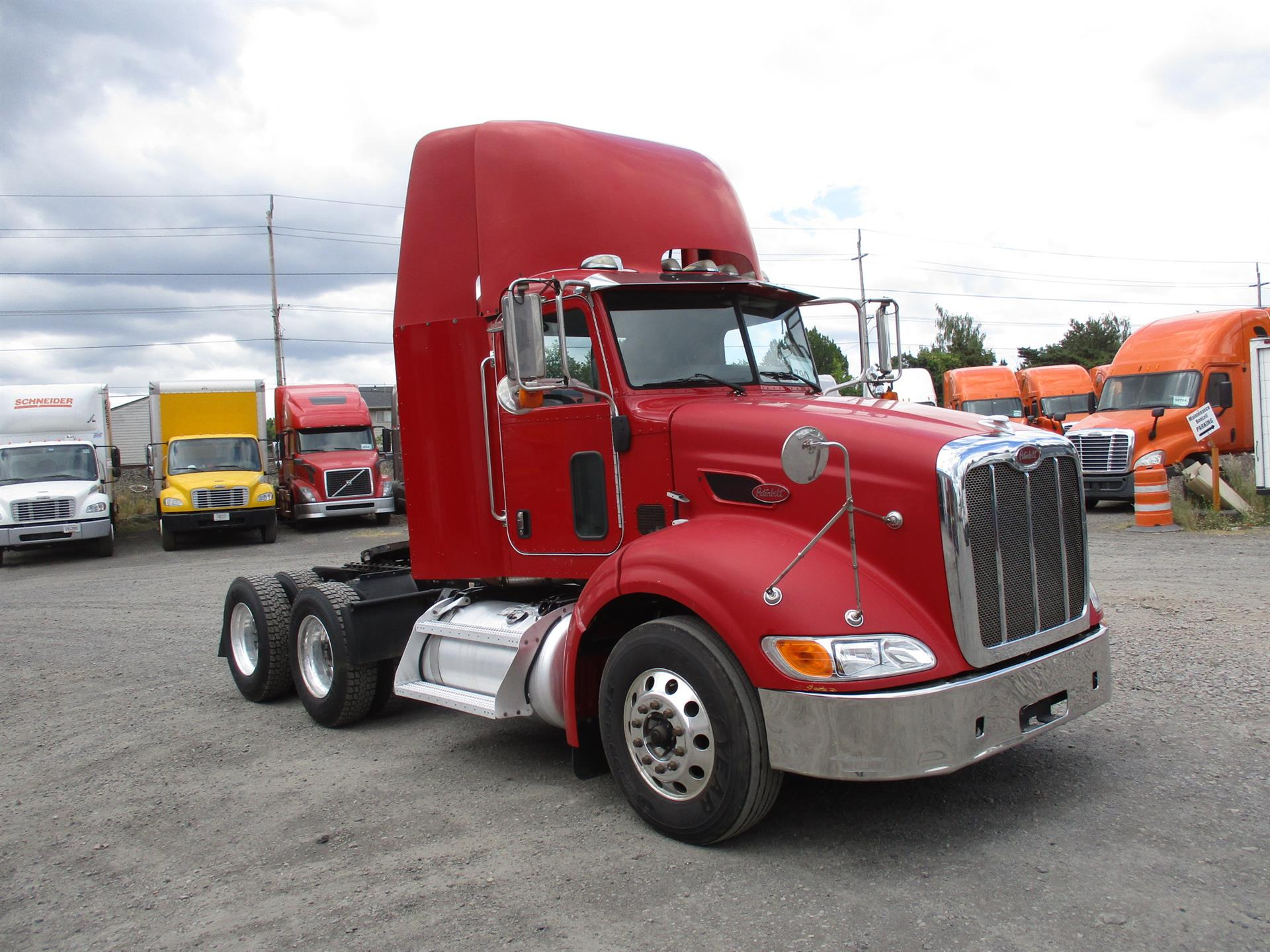 USED 2009 PETERBILT 384 DAYCAB TRUCK #125277