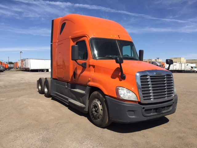 USED 2014 FREIGHTLINER CASCADIA SLEEPER TRUCK #125421