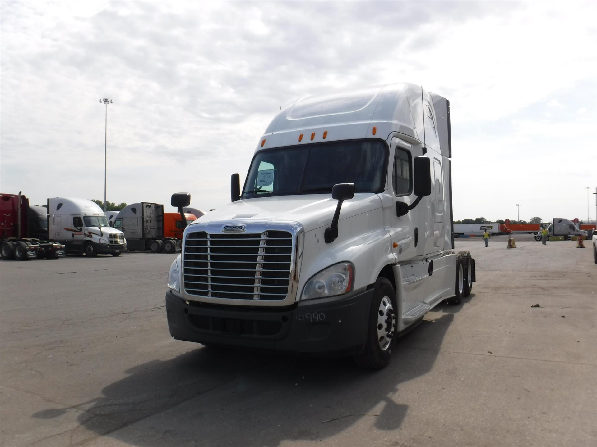 USED 2013 FREIGHTLINER CASCADIA SLEEPER TRUCK #124719
