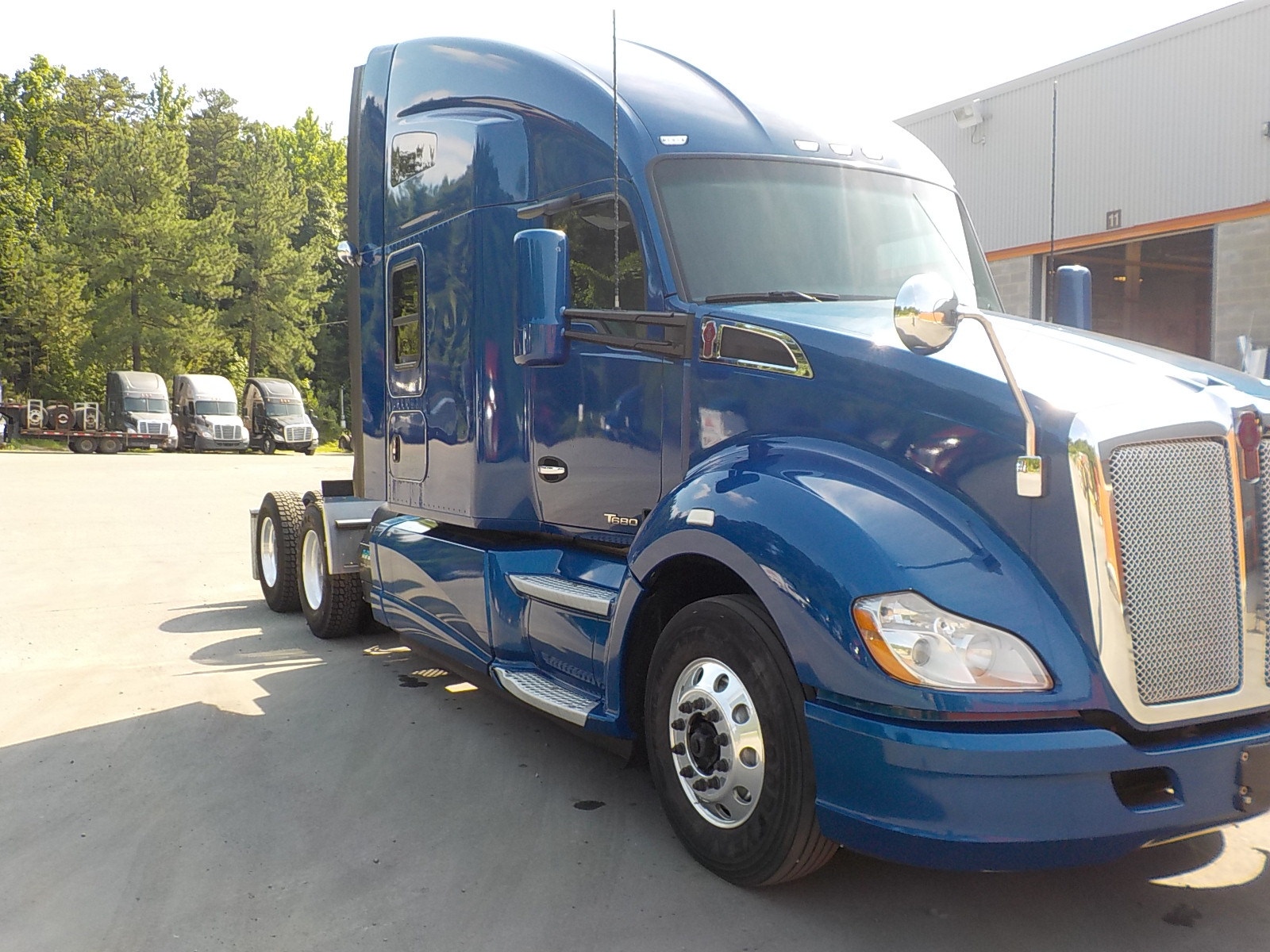 USED 2015 KENWORTH T680 SLEEPER TRUCK #125405