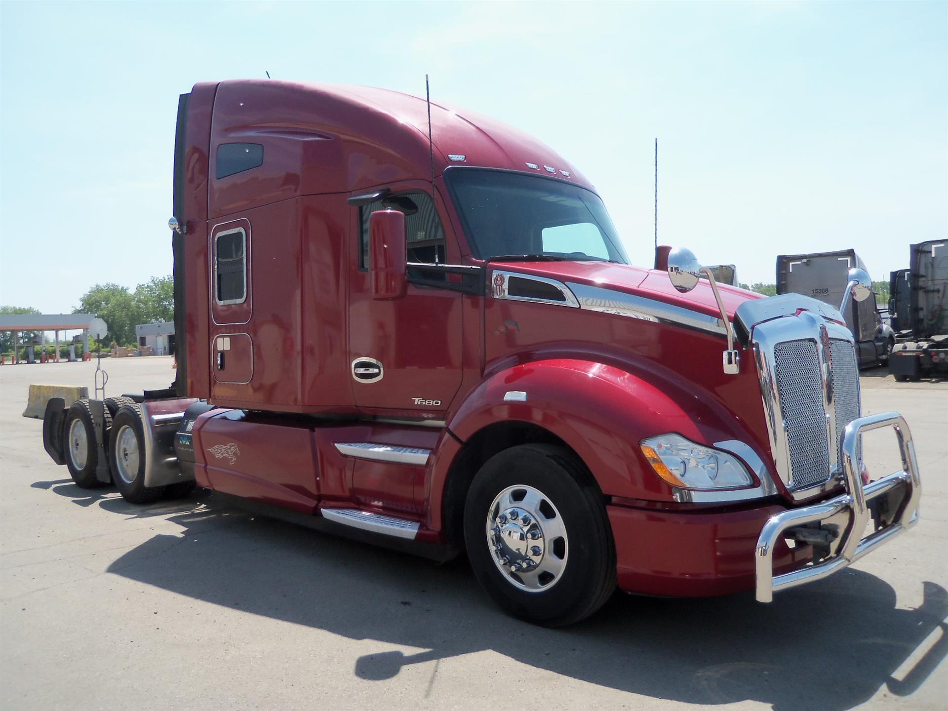 USED 2015 KENWORTH T680 SLEEPER TRUCK #125409