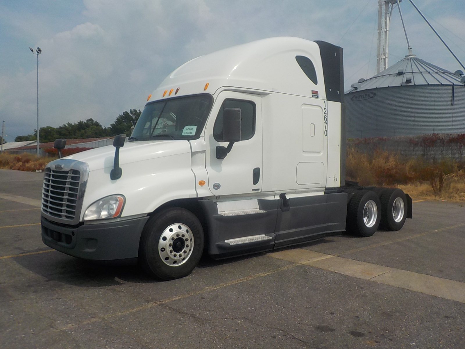 USED 2014 FREIGHTLINER CASCADIA SLEEPER TRUCK #84569