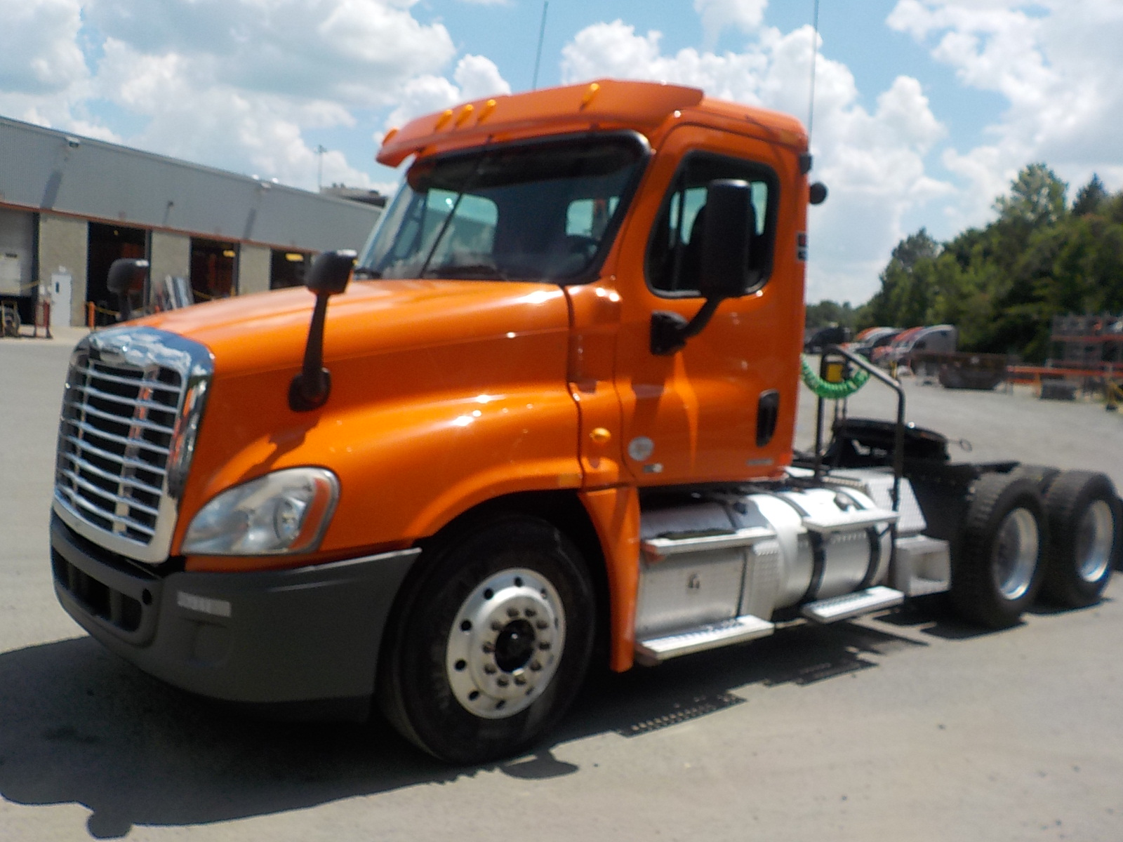 USED 2011 FREIGHTLINER CASCADIA DAYCAB TRUCK #126337