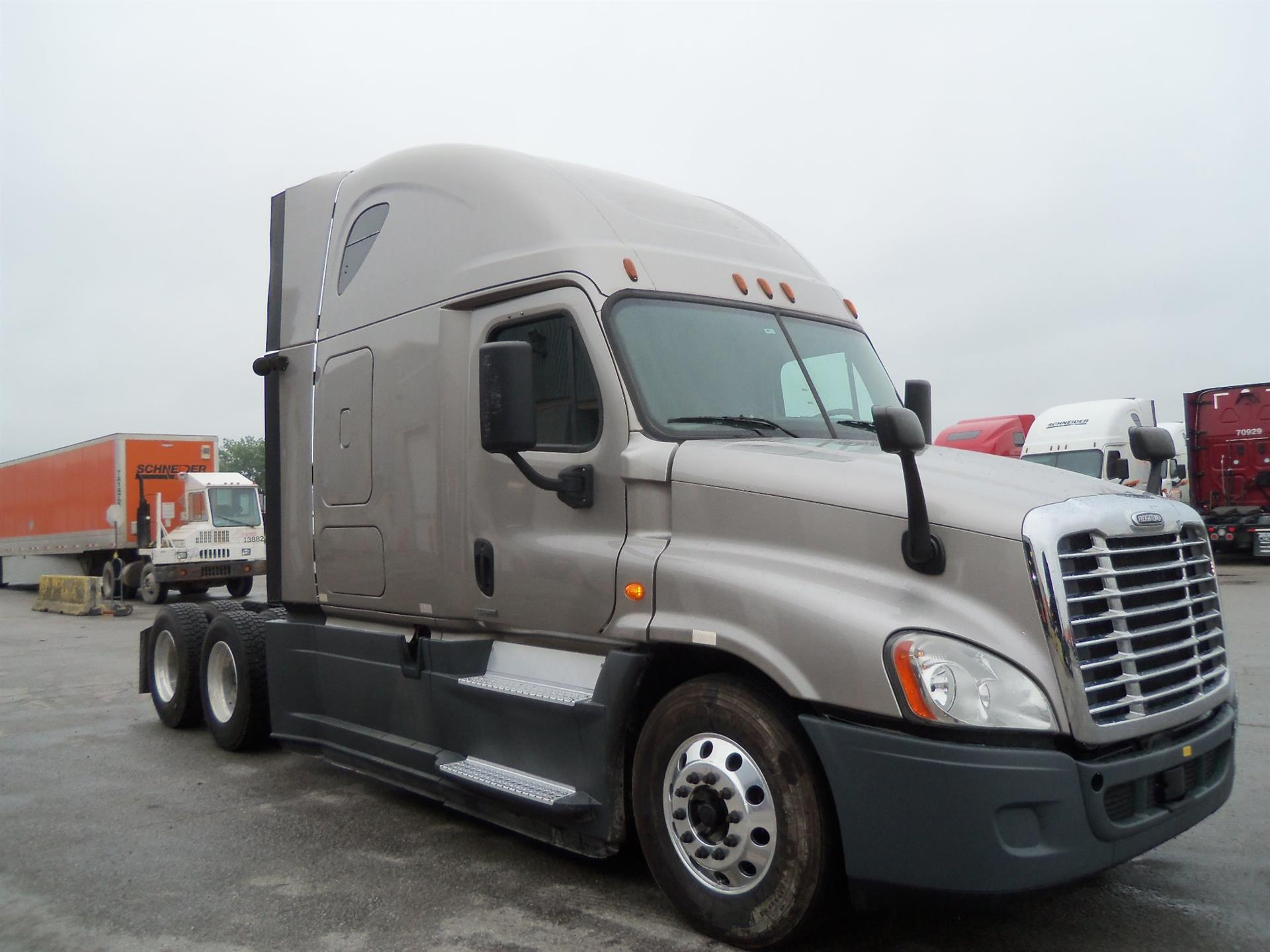 USED 2014 FREIGHTLINER CASCADIA SLEEPER TRUCK #127074