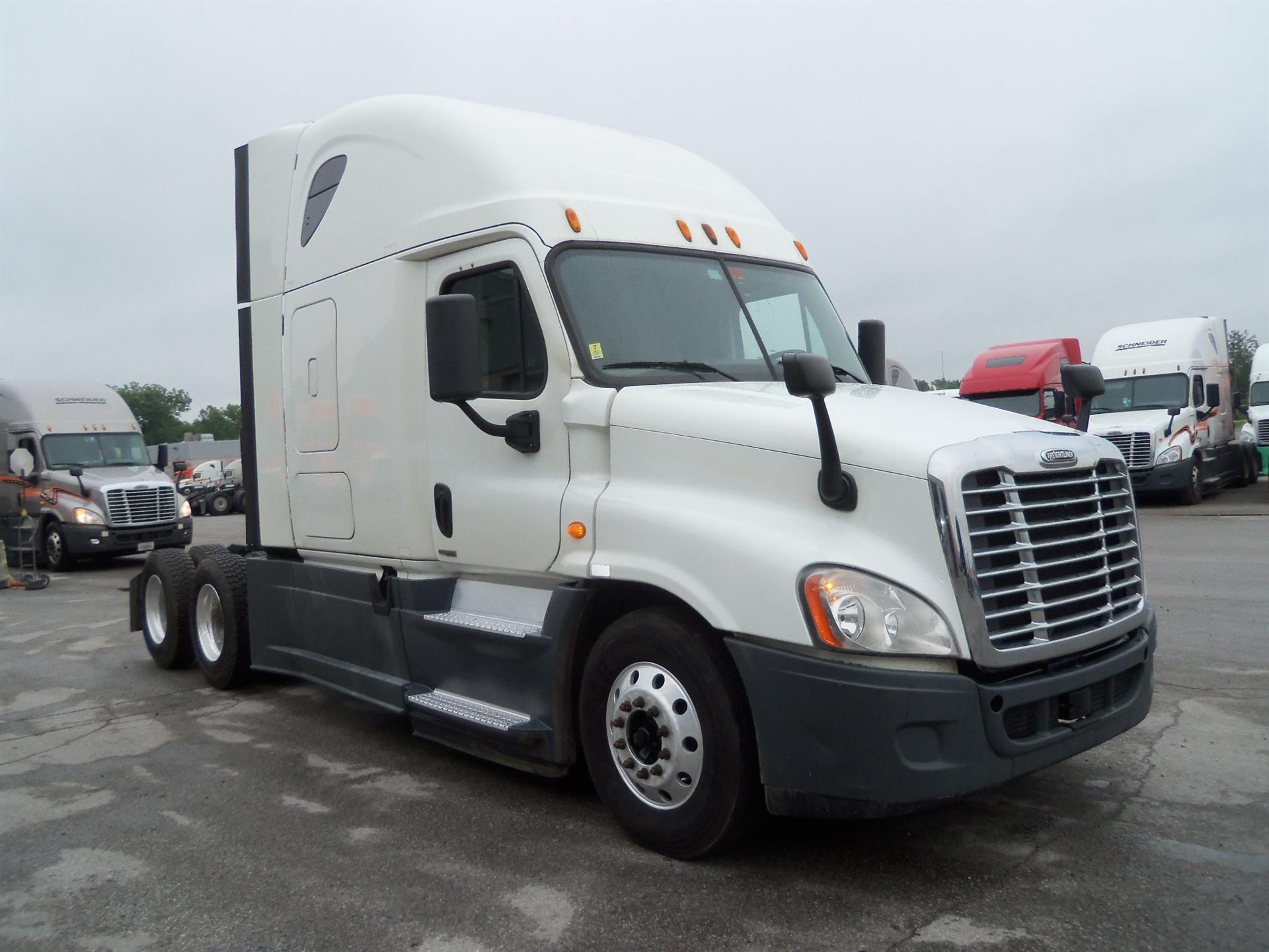 USED 2014 FREIGHTLINER CASCADIA SLEEPER TRUCK #127071