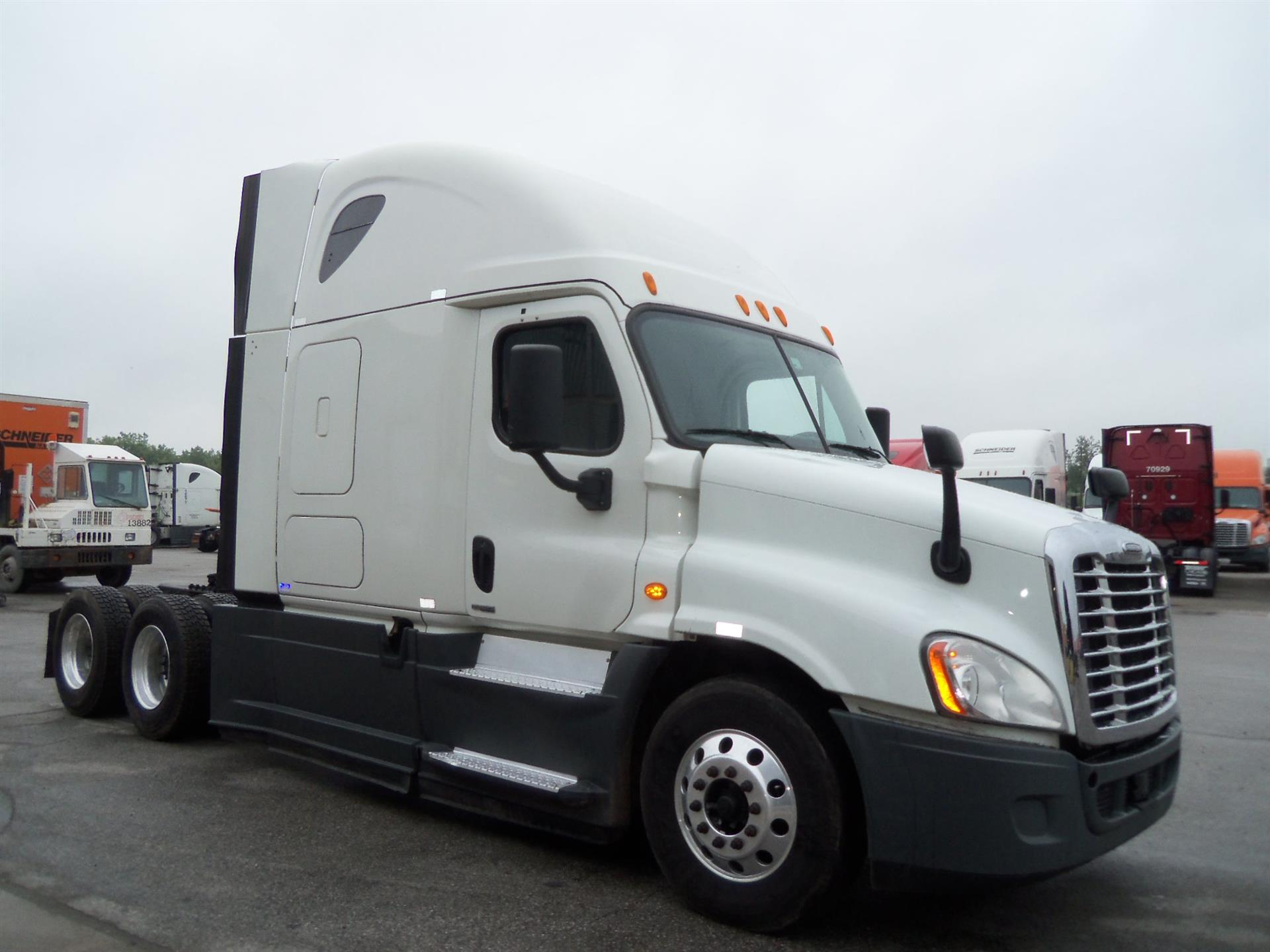 USED 2014 FREIGHTLINER CASCADIA SLEEPER TRUCK #127073