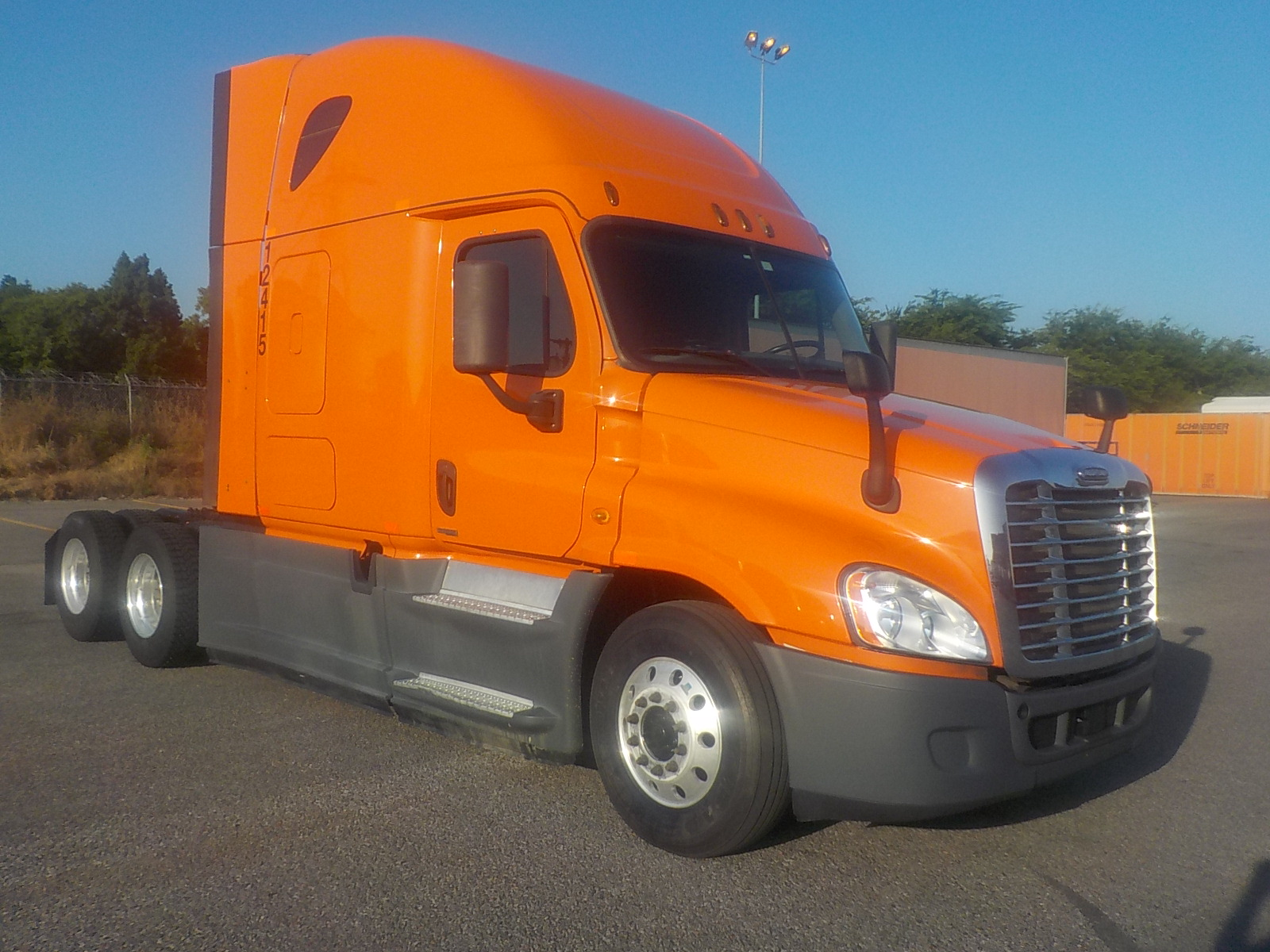 USED 2014 FREIGHTLINER CASCADIA SLEEPER TRUCK #84572