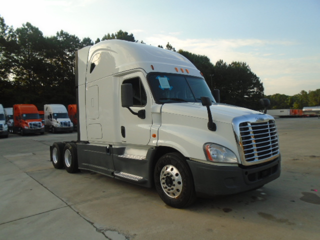 USED 2014 FREIGHTLINER CASCADIA SLEEPER TRUCK #80018