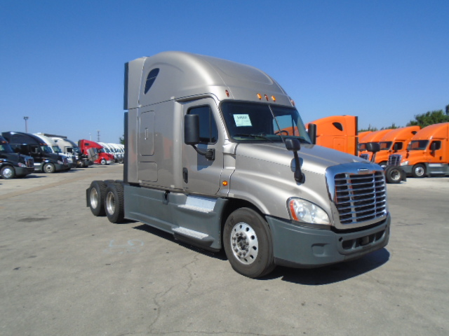 USED 2015 FREIGHTLINER CASCADIA SLEEPER TRUCK #127467
