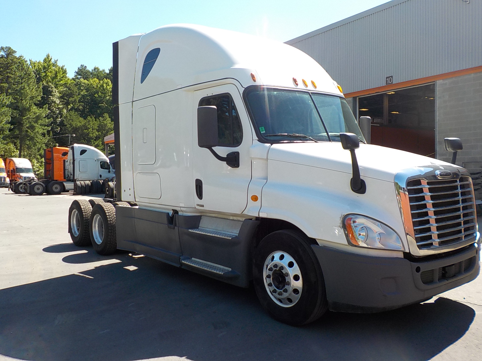 USED 2014 FREIGHTLINER CASCADIA SLEEPER TRUCK #128183