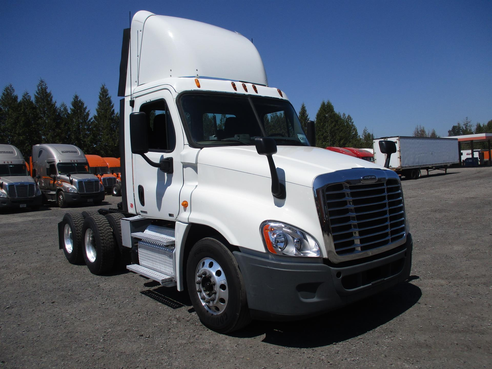 USED 2011 FREIGHTLINER CASCADIA DAYCAB TRUCK #128842