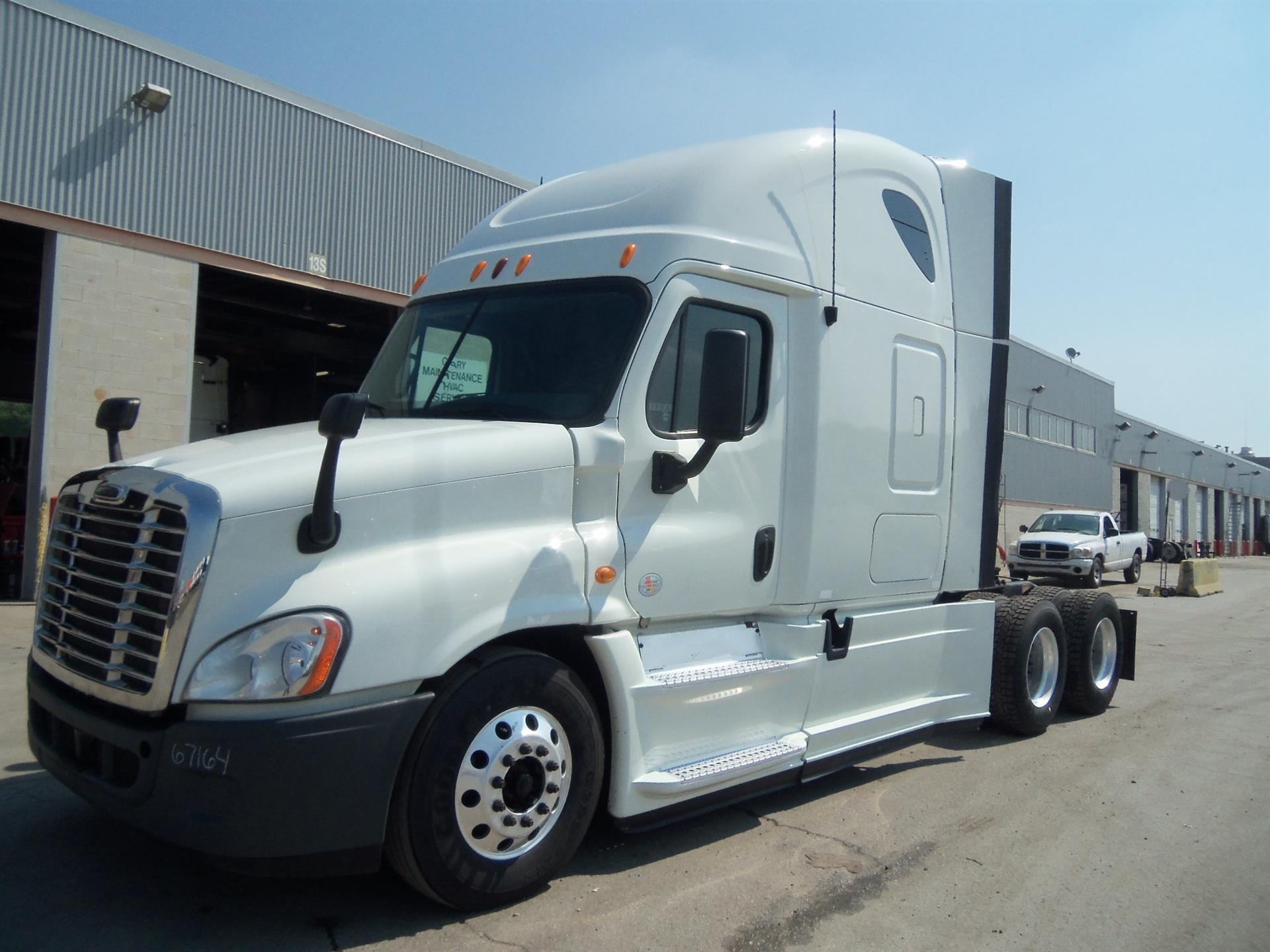 USED 2013 FREIGHTLINER CASCADIA SLEEPER TRUCK #129211