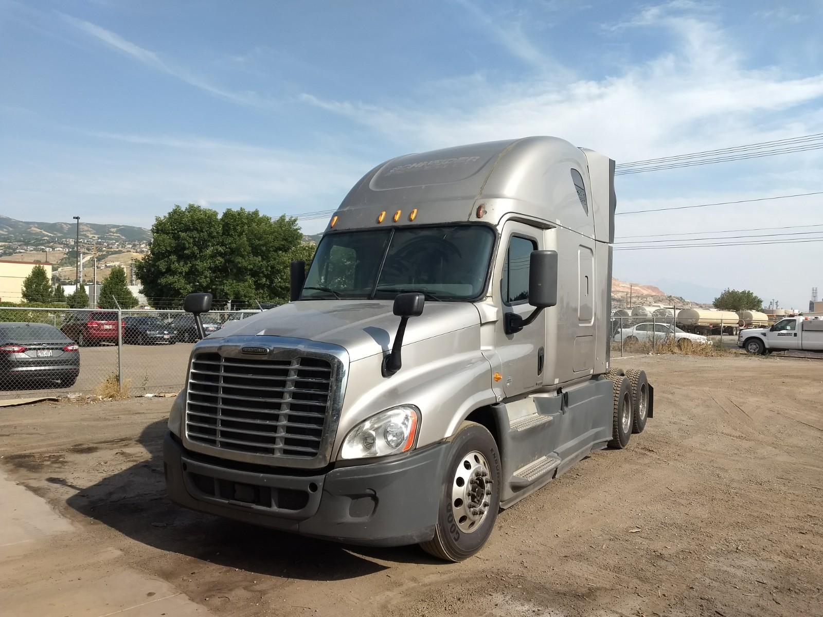 USED 2014 FREIGHTLINER CASCADIA SLEEPER TRUCK #129248