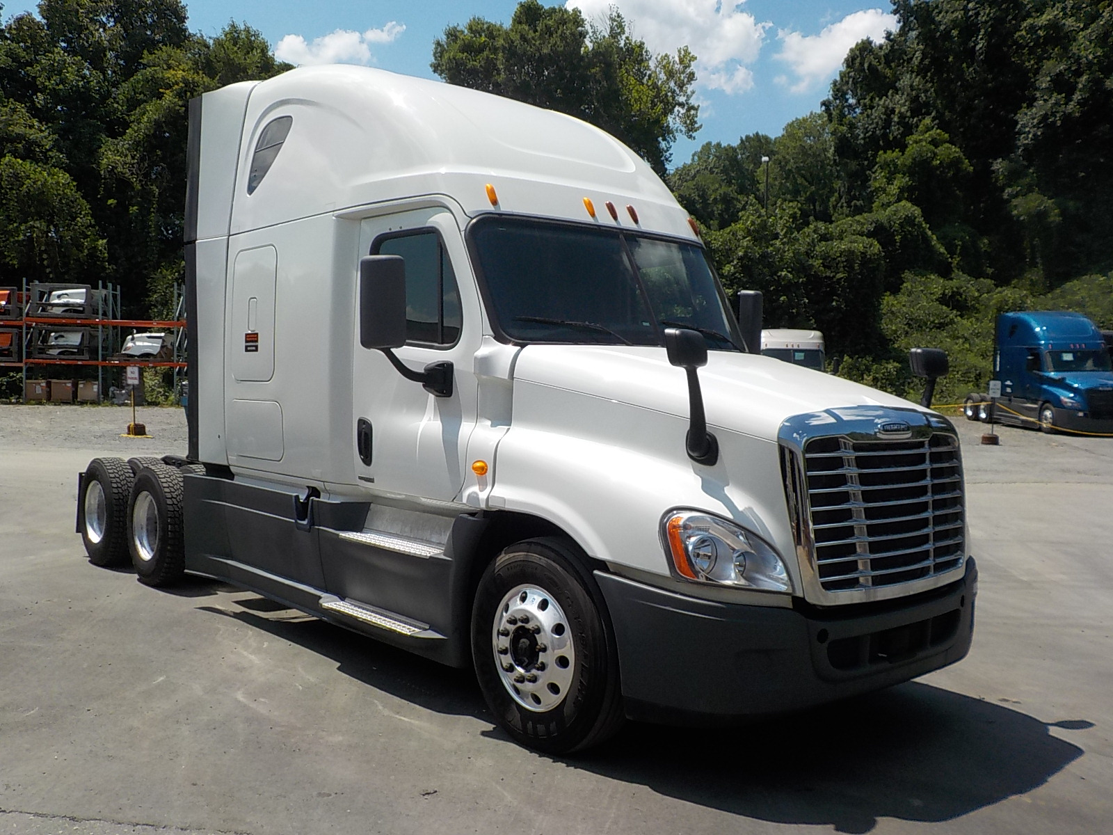 USED 2014 FREIGHTLINER CASCADIA SLEEPER TRUCK #129194