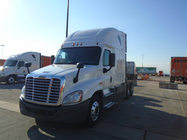 USED 2014 FREIGHTLINER CASCADIA SLEEPER TRUCK #129206