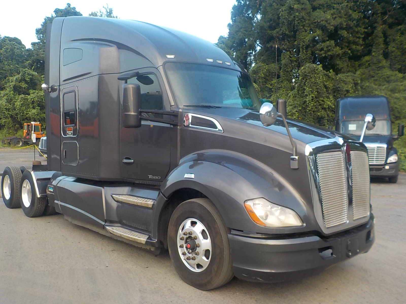 USED 2015 KENWORTH T680 SLEEPER TRUCK #130631