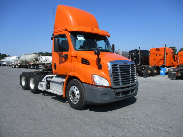USED 2012 FREIGHTLINER CASCADIA DAYCAB TRUCK #131482