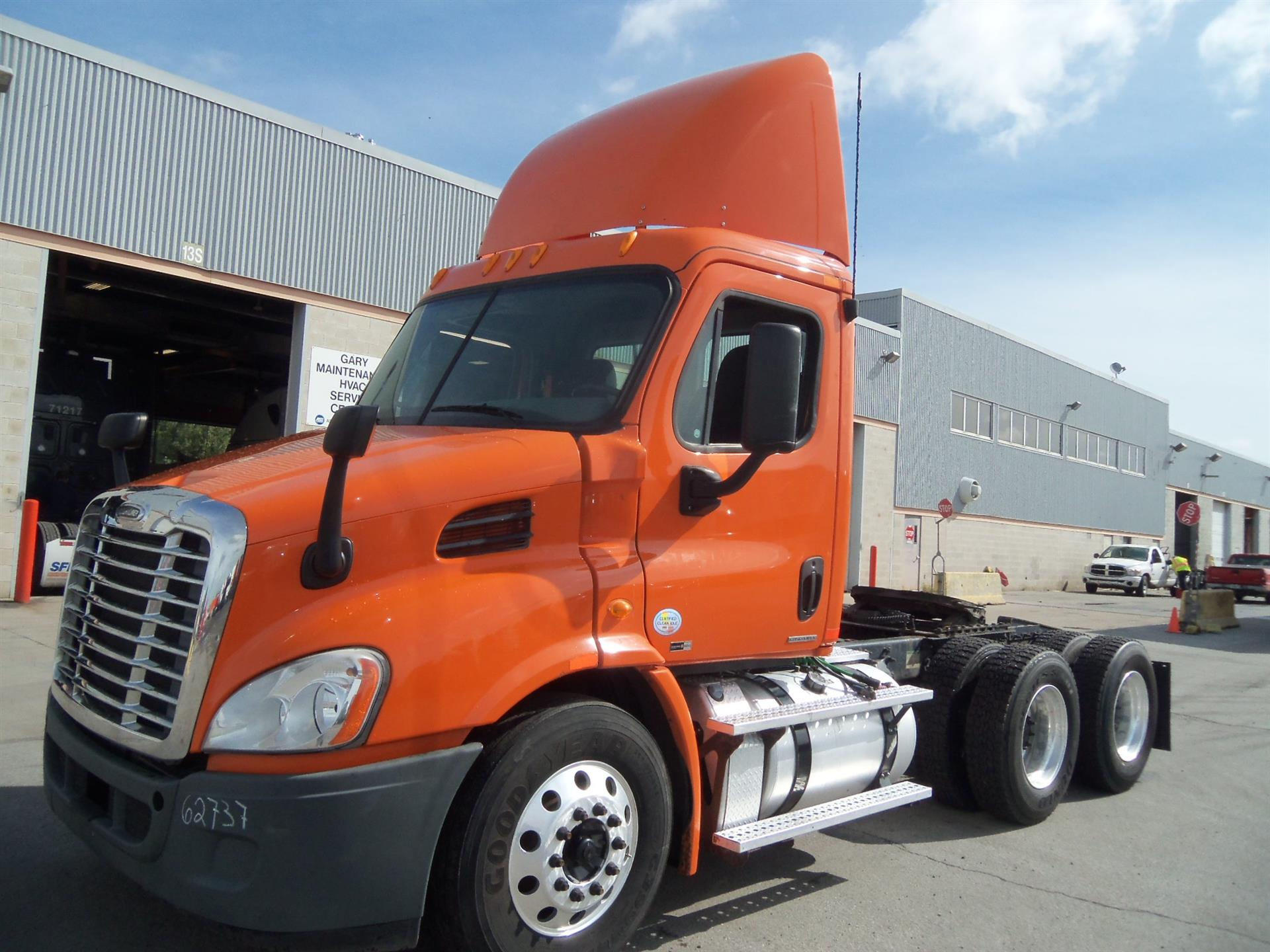 USED 2011 FREIGHTLINER CASCADIA DAYCAB TRUCK #82100