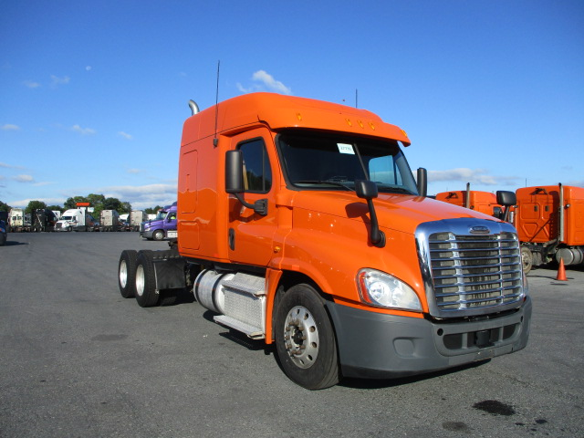 USED 2013 FREIGHTLINER CASCADIA SLEEPER TRUCK #131768
